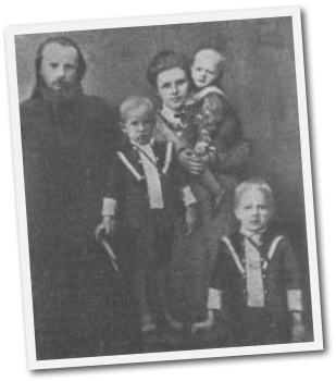 Священник Михаил Воскресенский с семьей